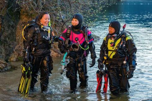 winter-diving-drysuit